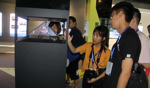 两岸学子参访网龙网络公司设计作品