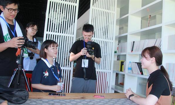 第七组成员采访网龙台湾就业者叶真慧